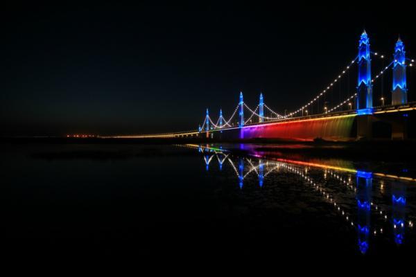 Philips lights up China's Binhe Yellow River Bridge