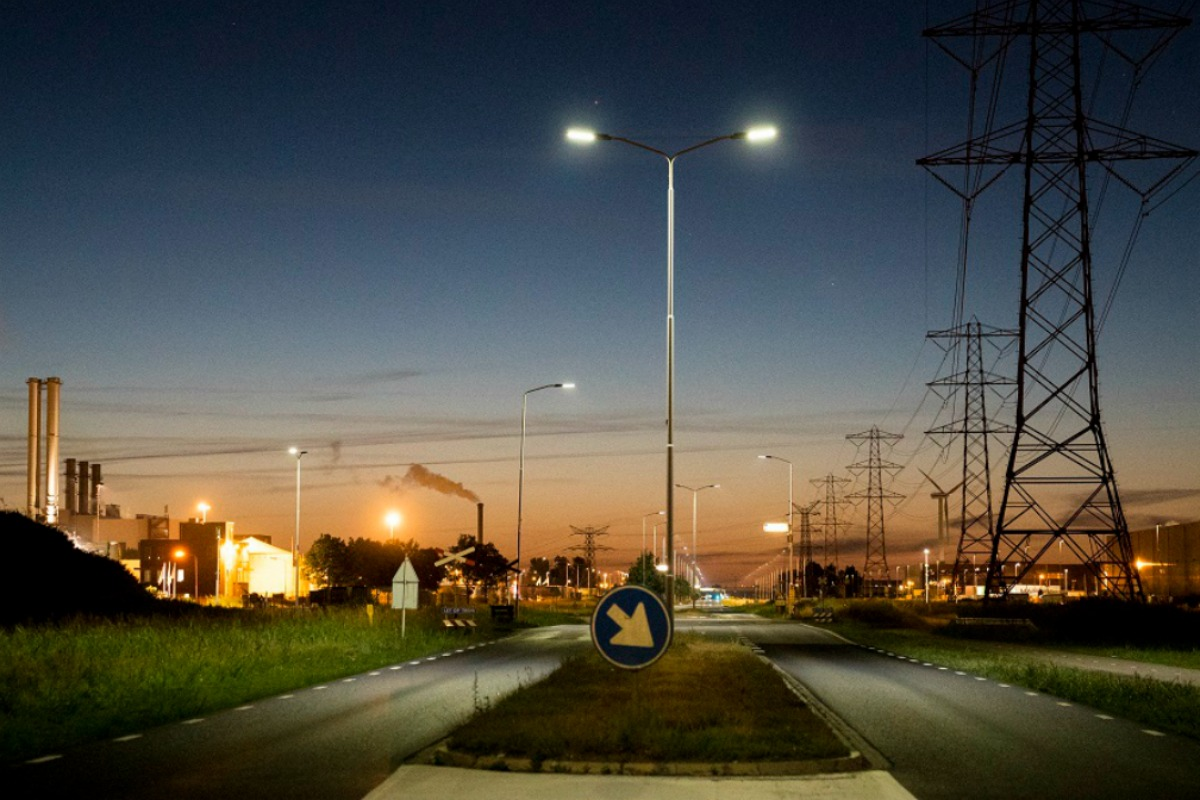 The port will be equipping more than 1000 streetlights in its industrial park with intelligence