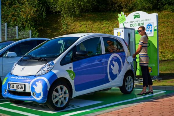 Supermarket offers fast-charging