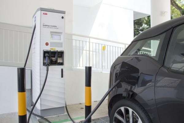 Singapore drives forward with e-mobility