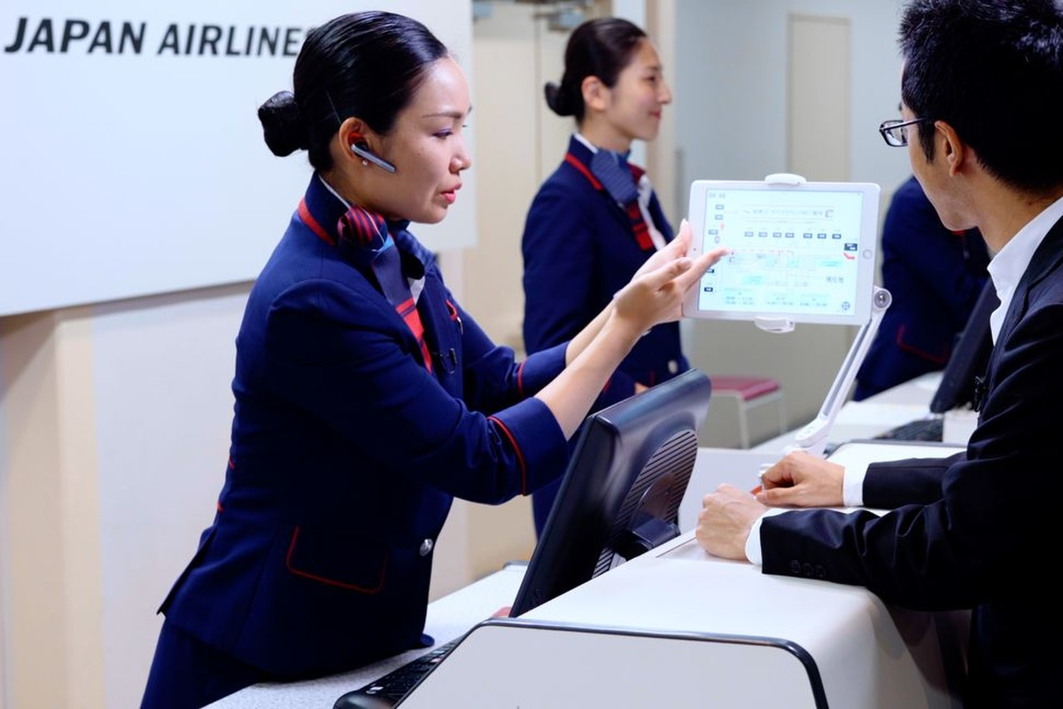 Japan Airlines pilots AI airport service - Smart Cities World