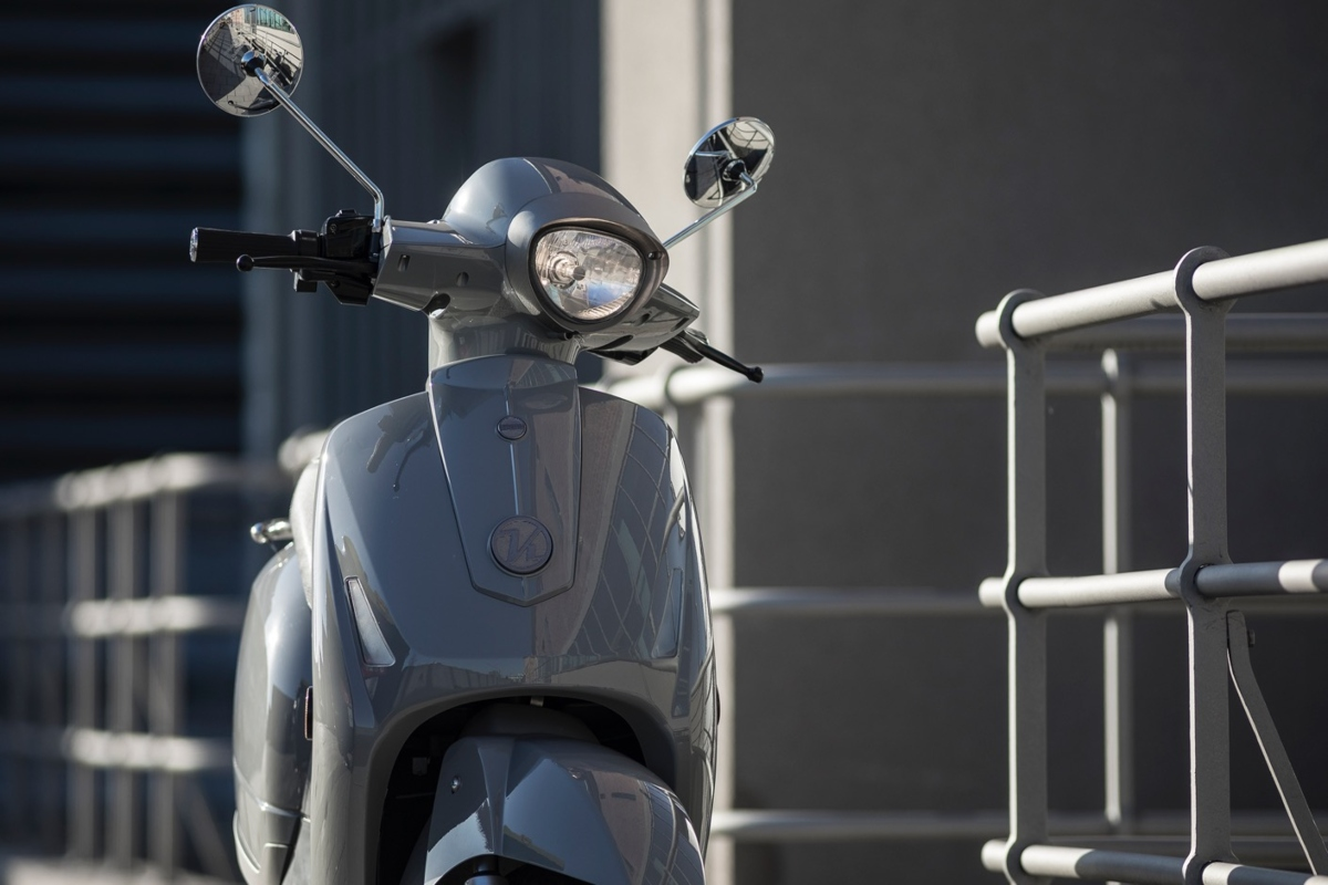The e-scooters feature a plug-and-play battery system controlled by AI software