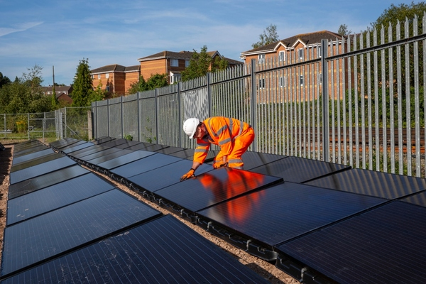 Solar rail pioneer receives first commercial funding
