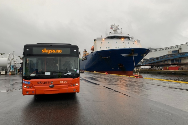 Electric buses arrive in Bergen for deployment later this year