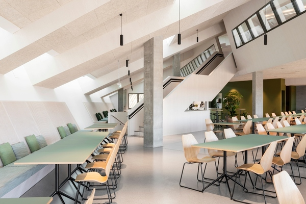 The interior design allows tenants to scale their office space. Copyright: Ivar Kvaal