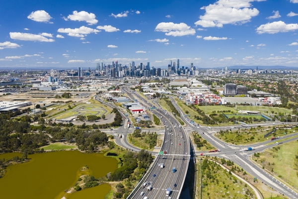 Traffic micro-simulation experiments were conducted in Melbourne's arterial corridors