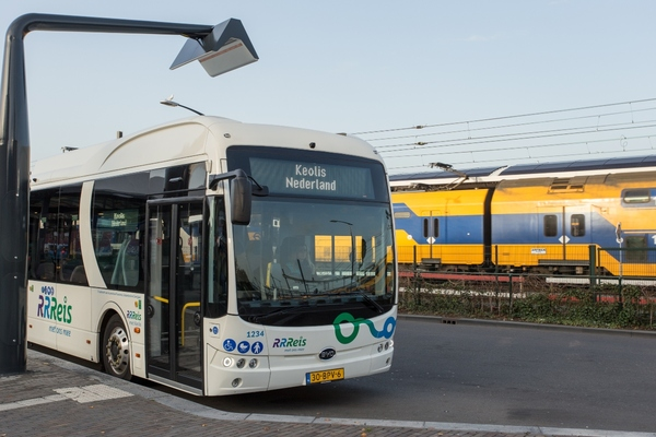 Dutch provinces bring fully electric public transport buses into service