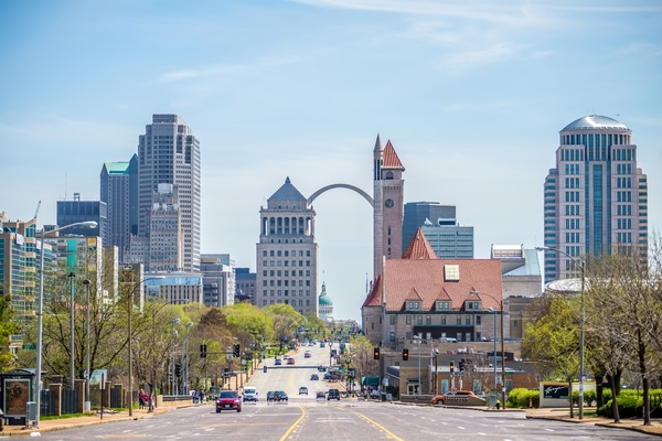 St Louis mayor signs electric vehicle ordinances into law