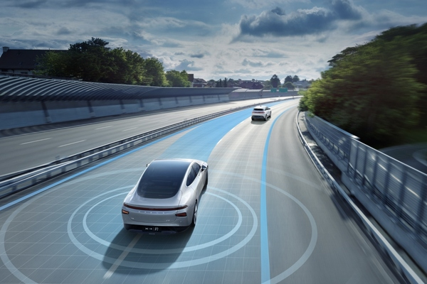 The system uses AI and high-precision maps to provide accurate lane-level navigation
