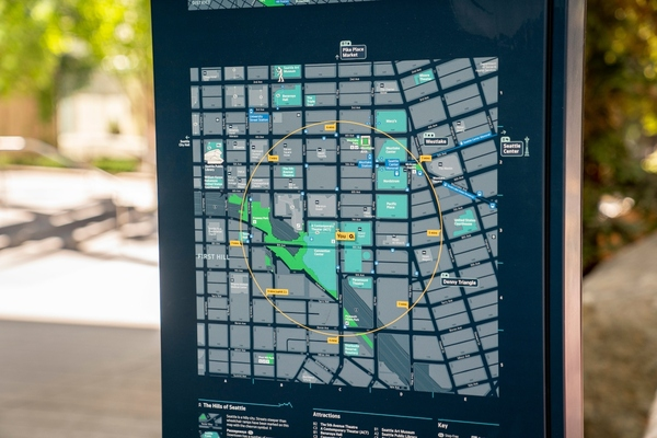 Mapping on street signs helps users to orient themselves. Copyright David Ryder