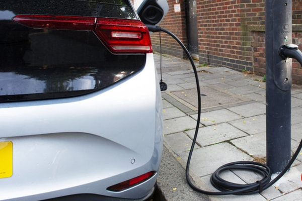 Shell will support local authorities with a financing offer to install on-street chargers